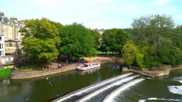 pulteney bridge river avon in bath, england - bridge built structure stock videos & royalty-free footage