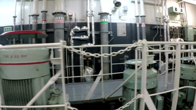 vidéos et rushes de pompe - à bord