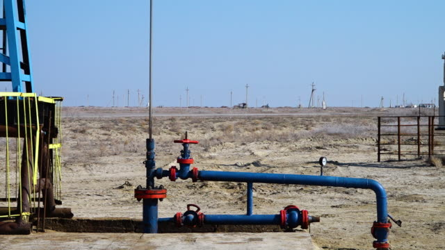 pumping oil in a power plant - iraq stock videos & royalty-free footage