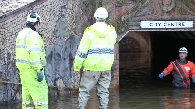 pumping out floodwater from hardwicke circus in carlisle, cumbria on tuesday 8th december 2015, after torrential rain from storm desmond. the storm... - pipe stock videos & royalty-free footage