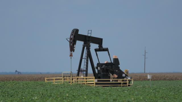 テキサスで pumpjacks - 石油産業点の映像素材/bロール