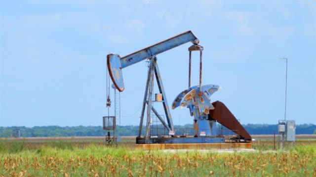 西のテキサスの pumpjacks - 石油産業点の映像素材/bロール