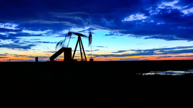vídeos de stock e filmes b-roll de pumpjacks of west texas - indústria petrolífera