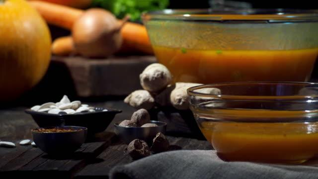 カボチャのスープ - お玉点の映像素材/bロール