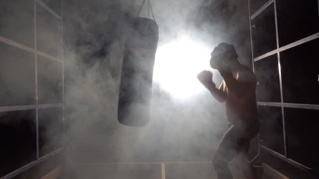 boxsack-training - boxhandschuh stock-videos und b-roll-filmmaterial