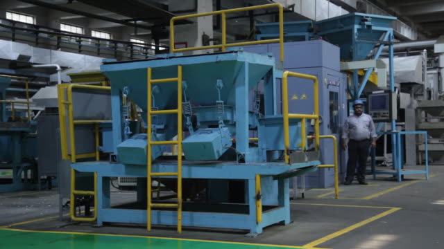 vídeos y material grabado en eventos de stock de punching of coins blanks from stainless steel coil in the coin blanking process in hisar, india on wednesday, may 20, 2018. - acero inoxidable