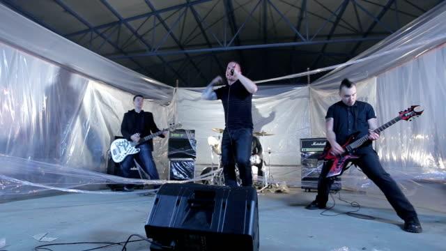 放棄された倉庫パンク バンド