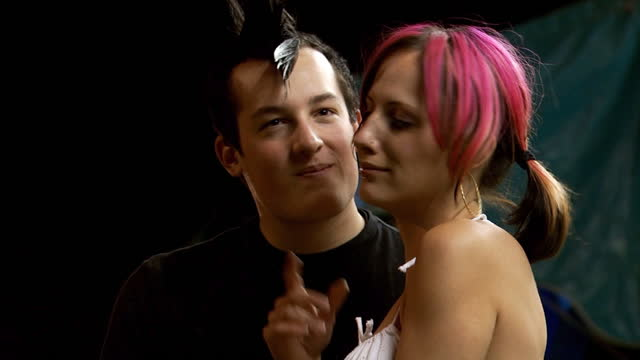 vidéos et rushes de punk couple embracing - punk