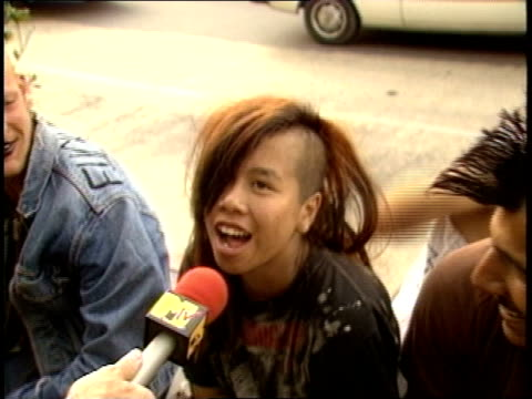 stockvideo's en b-roll-footage met a punk couple saying that the best thing about la is each other and the worst parts are mcdonalds and the lapd - hanenkam haardracht