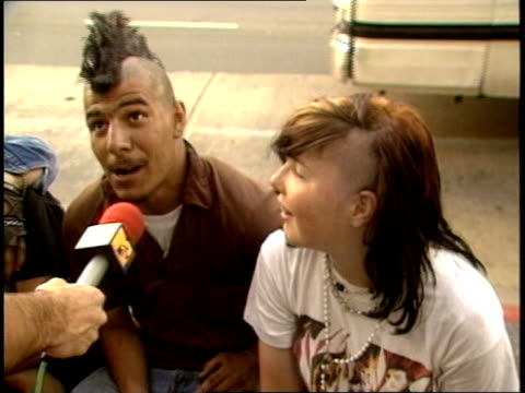stockvideo's en b-roll-footage met a punk couple shares that the best things about la are the punkers and skinheads the worst things about la are metalheads mcdonalds and the pigs - hanenkam haardracht