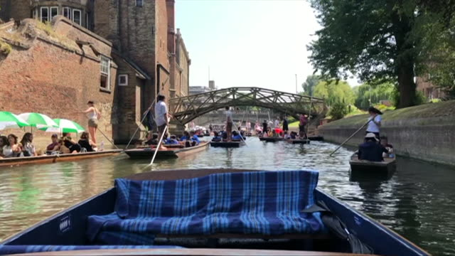 punting in cambridge during the heatwave where the highest ever july temperatures were recorded - record breaking stock videos & royalty-free footage