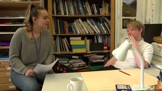 vidéos et rushes de pupil referral units transforming the lives of excluded children the pavilion school london uk talia kensit taking class and interview vox pops with... - vox populi