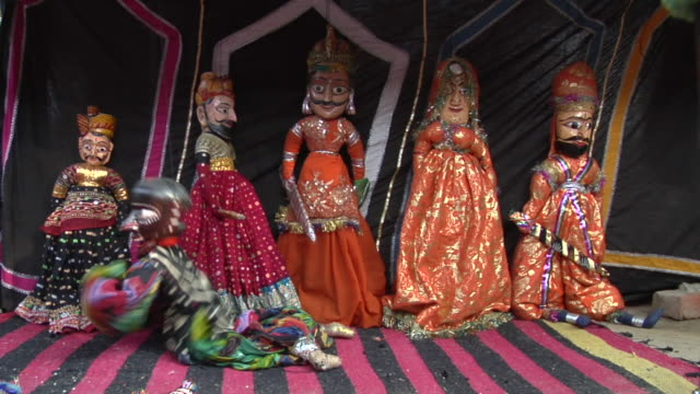 vídeos de stock, filmes e b-roll de ms puppet show at surajkund fair / faridabad, haryana, india - marionete