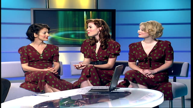 london gir int marcella puppini stephanie o'brien and kate mullins live studio interview sot - cd発売点の映像素材/bロール
