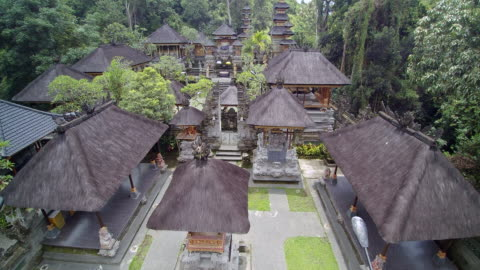 stockvideo's en b-roll-footage met pura gunung lebah temple bali - bali