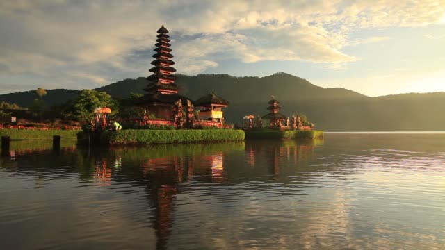 pura ulun danu bratan, bali, indonesia - pura ulu danau temple stock videos & royalty-free footage