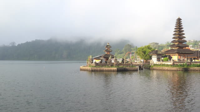 pura ulun danu bratan temple in bali - pura ulu danau temple stock videos & royalty-free footage