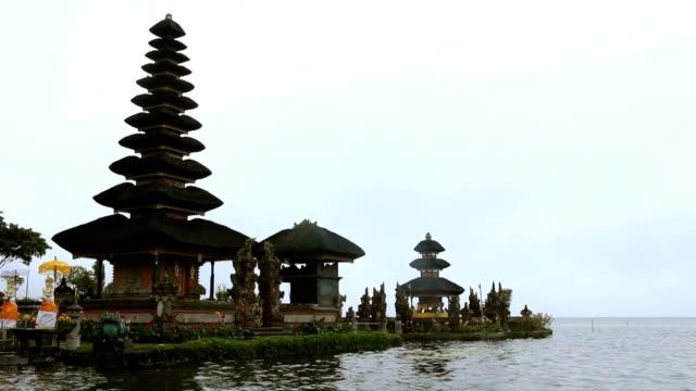 vidéos et rushes de temple pura de ulun danu bratan - pagode