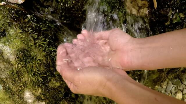vídeos y material grabado en eventos de stock de agua de manantial puro- invaluable! - spring flowing water