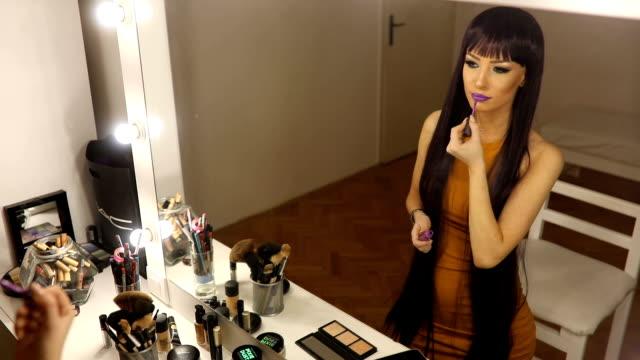 stockvideo's en b-roll-footage met paars haar schoonheid - lang haar