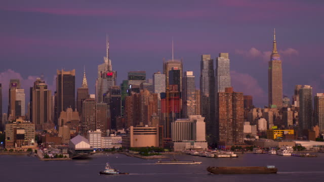 purple sky over the manhattan skyline - tugboat stock videos and b-roll footage