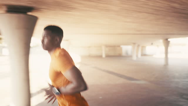 vídeos de stock, filmes e b-roll de o propósito é um incrível despertador - treino esportivo