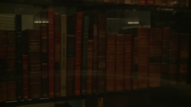 push in and pull out on books in library of congress exhibit includes common pleas bridgman reports as well as king's bench 16461656 and march's... - thomas jefferson stock videos & royalty-free footage
