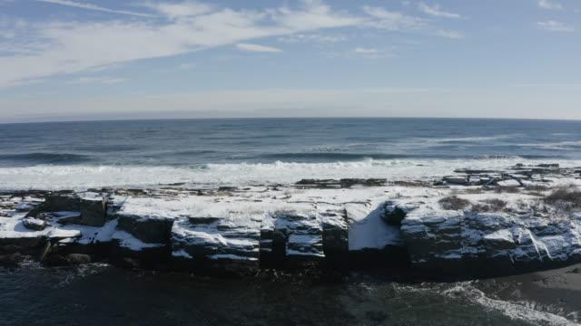 push in shot of ocean waves crashing on the rocky coastline in casco bay - north atlantic ocean stock videos & royalty-free footage