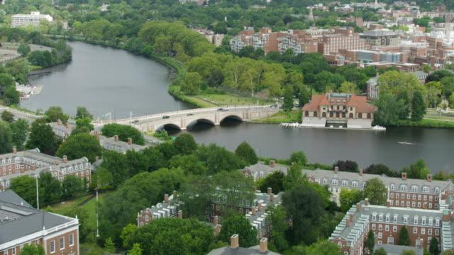 push-in shot of the longfellow bridge - チャールズ川点の映像素材/bロール