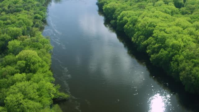 stockvideo's en b-roll-footage met push-in shot of the mississippi river at saint paul - st. paul minnesota