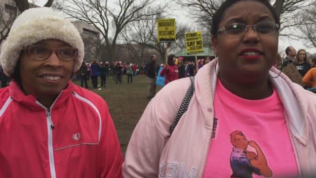 vidéos et rushes de pussy hat women's march women protest dc more clips women's march mother daughter women's march draw sign - chapeau