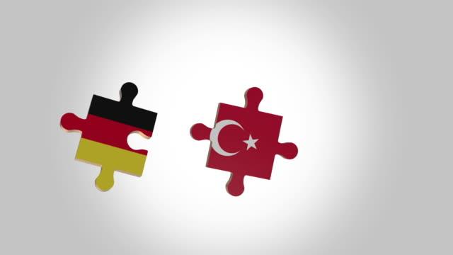 stockvideo's en b-roll-footage met zet de puzzel naar duitsland en turkije vlag voor alfa - aan elkaar bevestigd