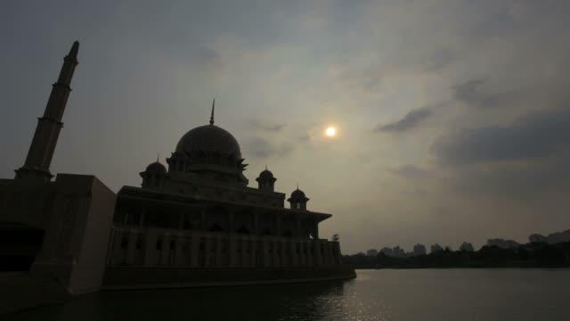 putra mosque at sunset time lapse video - putrajaya stock videos & royalty-free footage