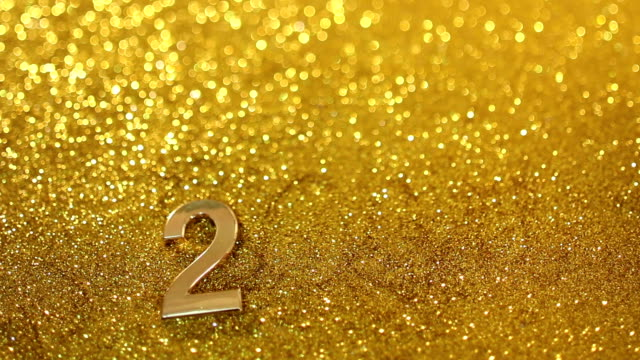 putting 2015 on the gold sand background