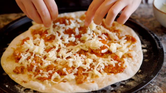 putting cheese on pizza - margherita video stock e b–roll