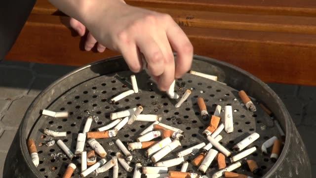 putting out cigarette in ashtray - nikotin stock-videos und b-roll-filmmaterial