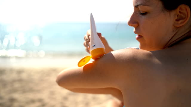 putting sunscreen on - sun cream stock videos & royalty-free footage