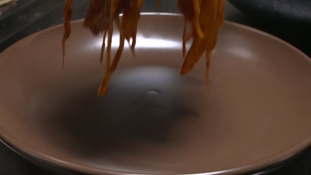 Putting Tteokbokki(Stir-fried Rice Cake) on the plate