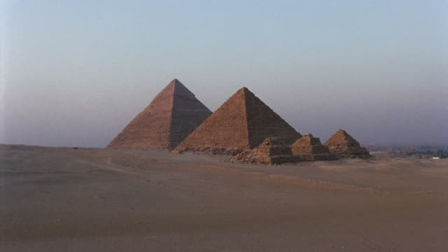 WS Pyramid of Chephren and Pyramid of Mycerinus with three Queen's Pyramids / Giza, Egypt
