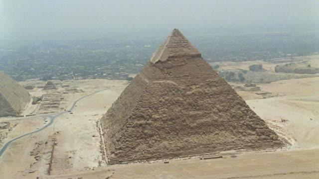 aerial ws pyramid of chephren in foreground with kheops pyramid behind / giza, egypt - pyramid bildbanksvideor och videomaterial från bakom kulisserna