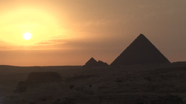 pyramids at sunset egypt pyramids at sunset at giza on january 23 2011 in cairo egypt - ägypten stock-videos und b-roll-filmmaterial