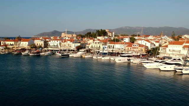 vídeos de stock e filmes b-roll de pythagorion townscape, samos island, greece - samos