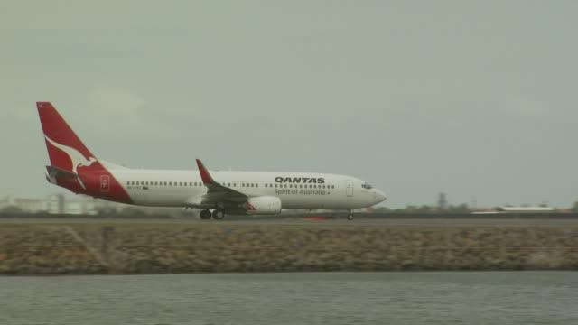 Qantas Boeing 737-800, Sydney Airport, Australia