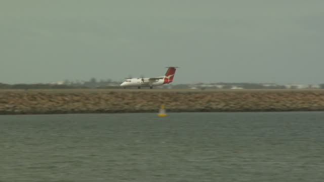 Qantas Dash 8 (Bombardier), Sydney Airport, Australia