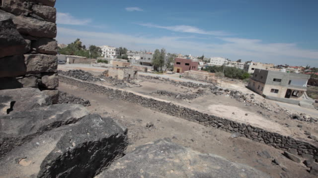 qasr al-azraq is one of the desert castles, located on the outskirts of present-day azraq, roughly 100 km (62 mi) east of amman. - stationary process plate stock videos & royalty-free footage