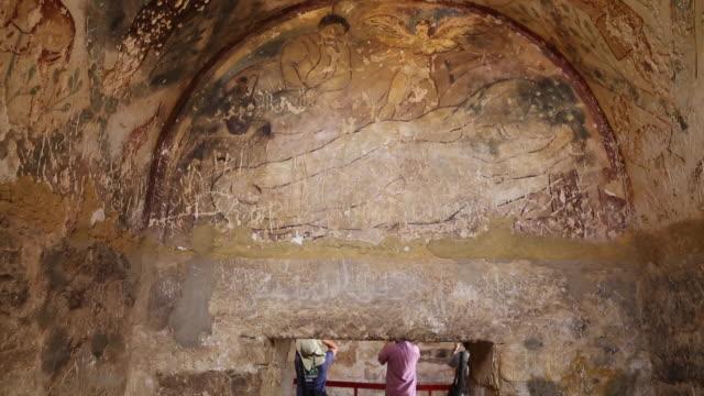 vídeos de stock e filmes b-roll de qasr amra (quseir amra), interior views of the castle, one of the desert's castles of jordan - figura feminina