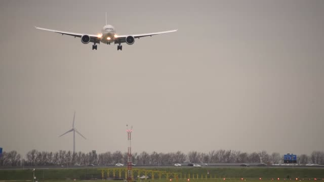 qatar cargo boeing 777f landing - editorial stock videos & royalty-free footage
