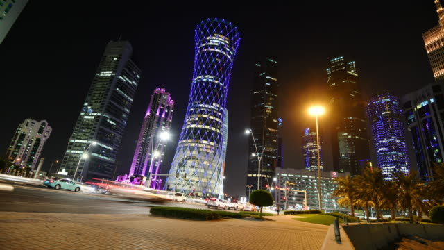 stockvideo's en b-roll-footage met qatar, doha, skyline architectuur en wonen in qatar-time lapse - perzische golf