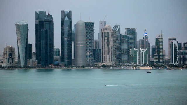 stockvideo's en b-roll-footage met qatar, middle east, arabian peninsula, doha, new skyline of the west bay central financial district of doha - doha