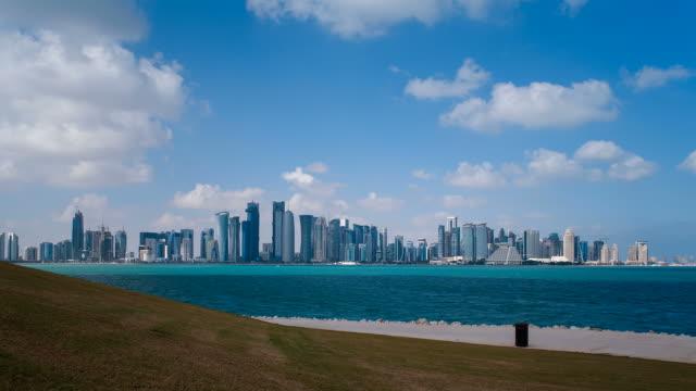vídeos de stock e filmes b-roll de qatar, middle east, arabian peninsula, doha, new skyline of the west bay central financial district of doha - doha